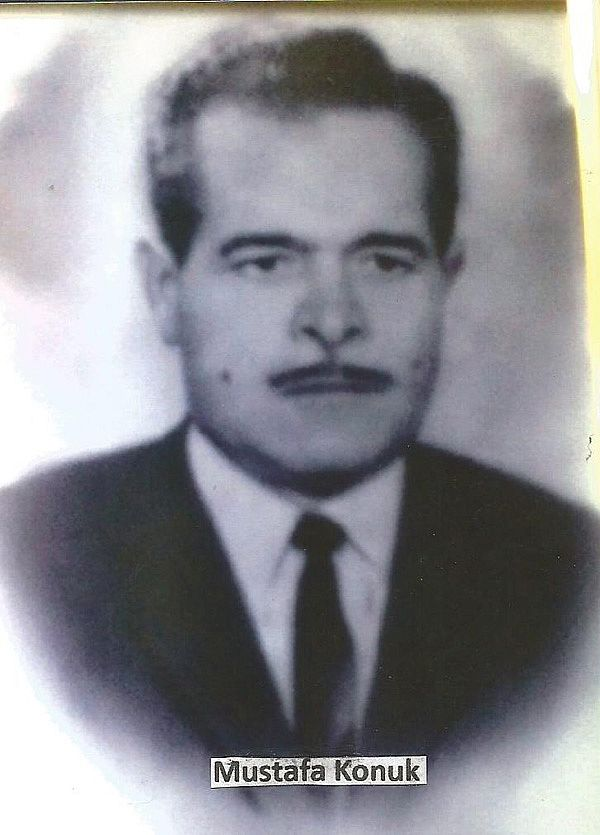 Dönemin Foça Belediye Başkanı Mustafa Konuk